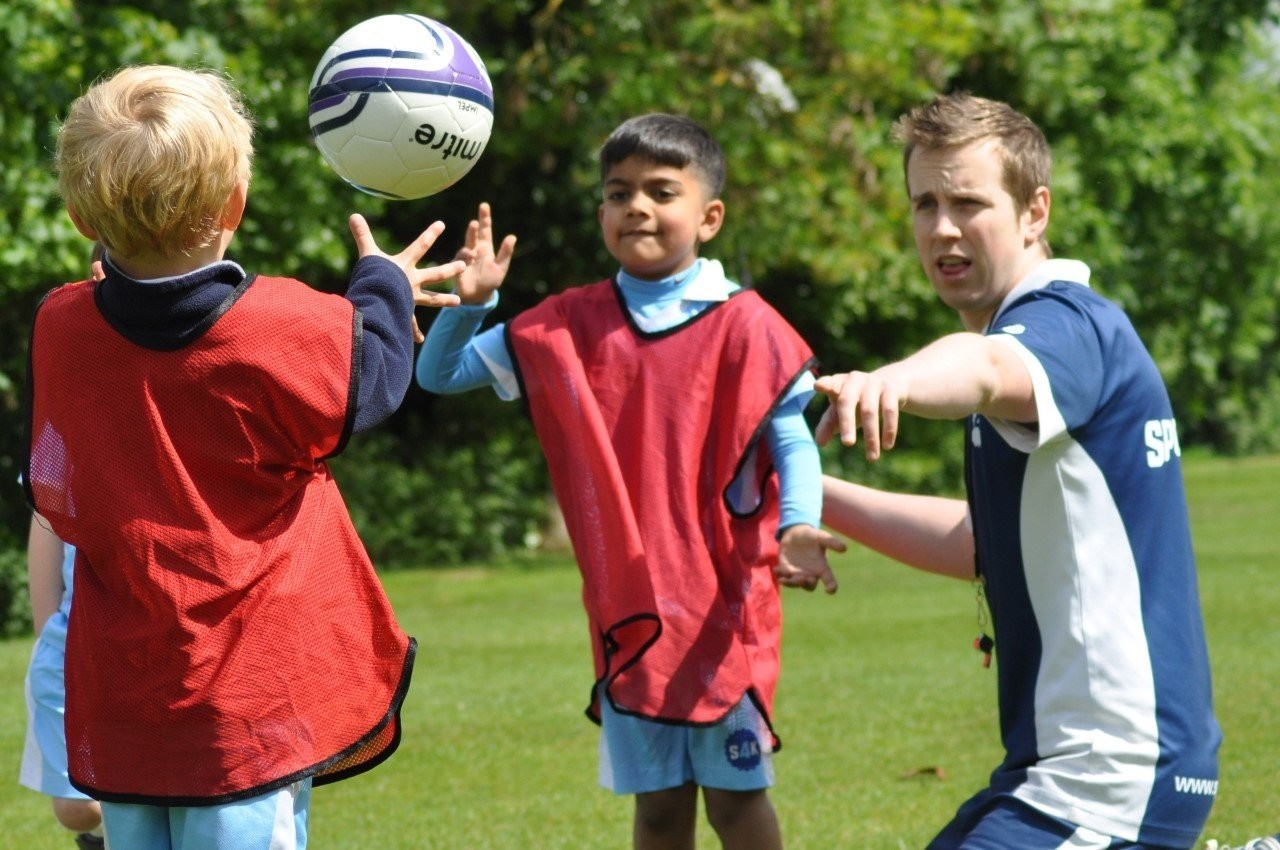 How to teach Football to Toddlers, Children and Older Kids in 10 easy steps?